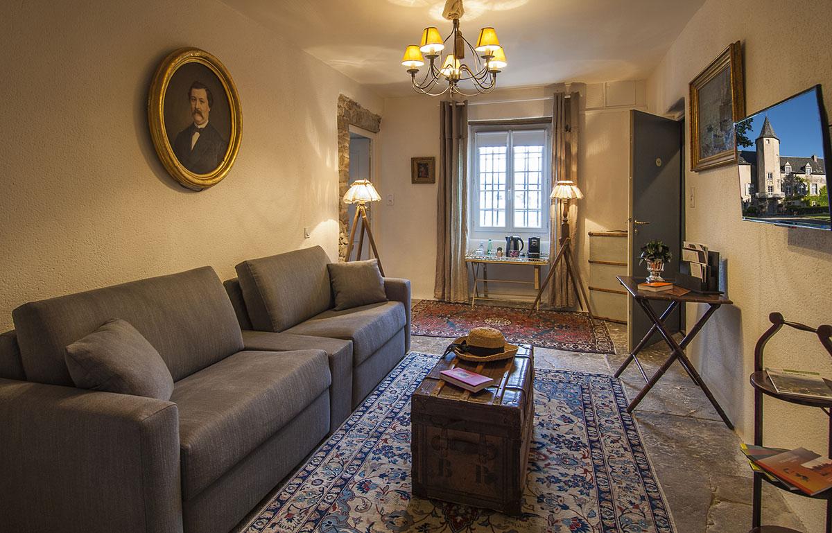 Château De Labro : Chambre Familiale   Salon Ségala (literie Concertible :  1+1